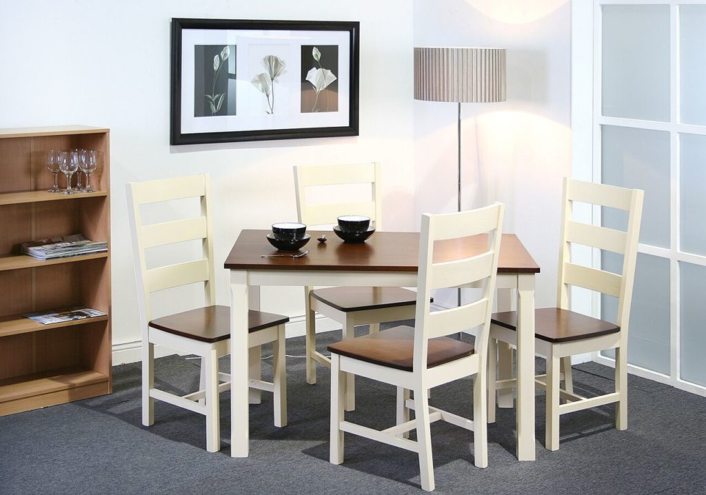 Table and 4chairs €599