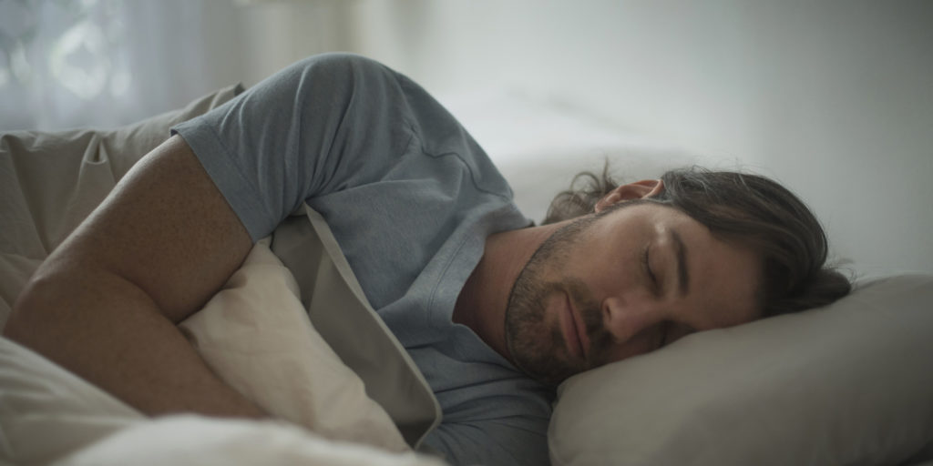 USA, New Jersey, Man sleeping in bed